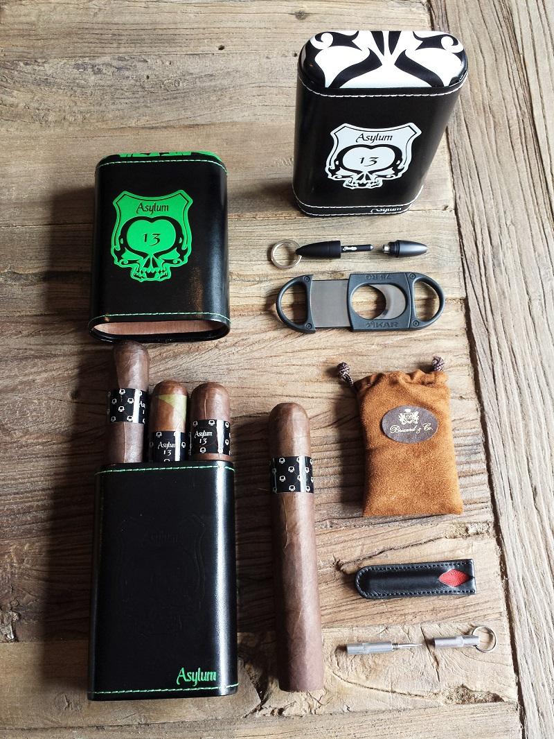 Asylum 13 Cigar Case und passende Accesoires